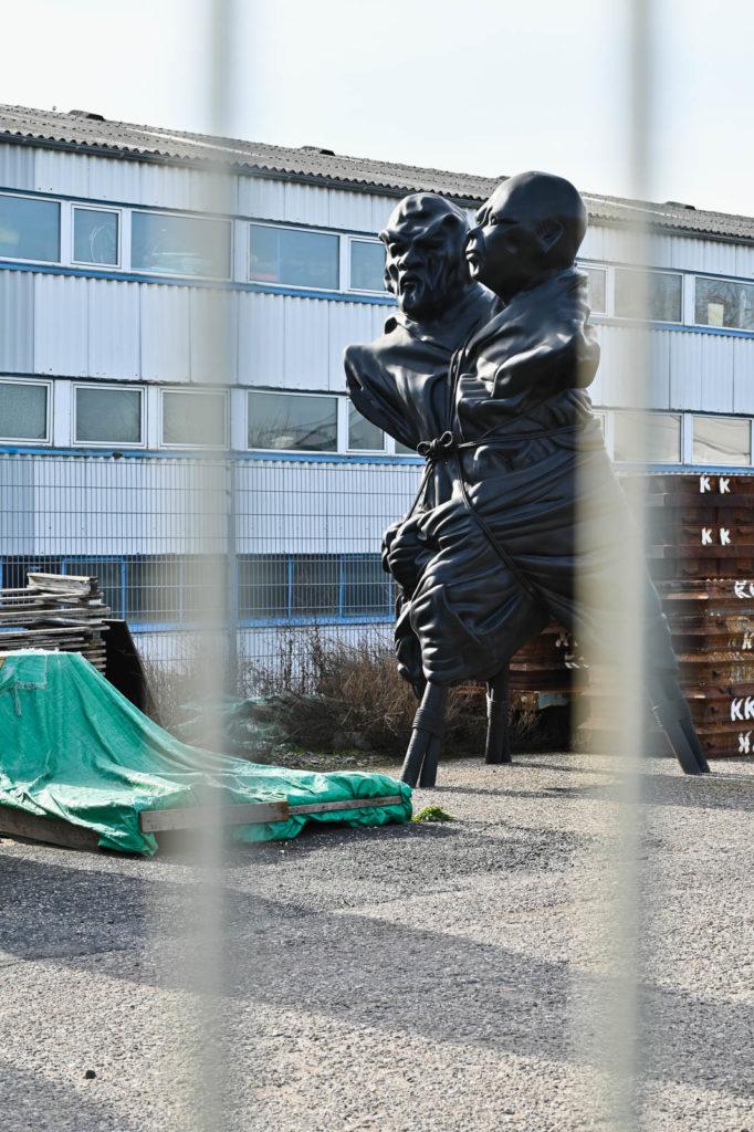 Skulptur auf der Freifläche der Kunstgießerei Rolf Kayser