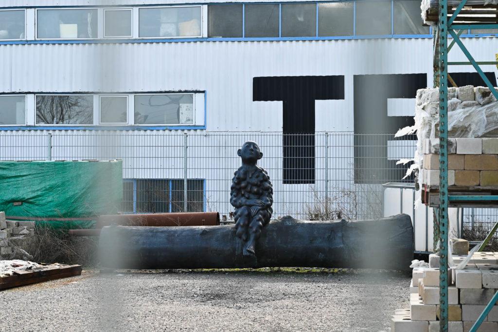Skulptur auf der Freifläche der Kunstgießerei Rolf Kayser (2)